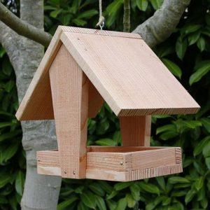 Cabane à oiseau en bois